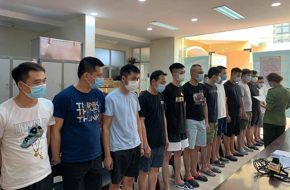 Những người Trung Quốc bị phát hiện nhập cảnh trái phép. (Ảnh: VnExpress)