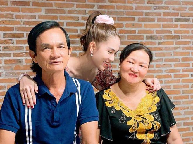 Ngọc Trinh cũng là một người sống hướng về gia đình. (Ảnh: FBNV) - Tin sao Viet - Tin tuc sao Viet - Scandal sao Viet - Tin tuc cua Sao - Tin cua Sao