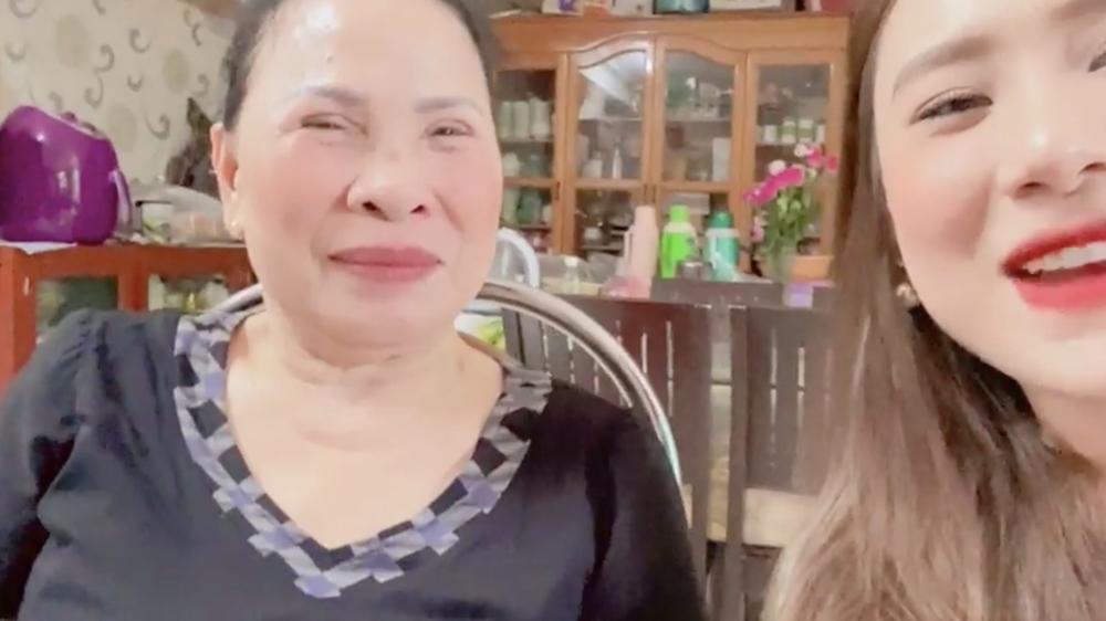 Chính thức giới thiệu mẹ chồng. (Ảnh: Chụp màn hình) - Tin sao Viet - Tin tuc sao Viet - Scandal sao Viet - Tin tuc cua Sao - Tin cua Sao