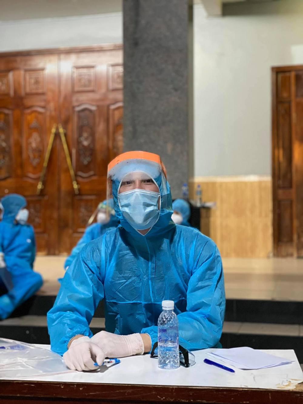 Hình ảnh nam diễn viên tại một trạm kiểm soát y tế. (Ảnh: FBNV)
