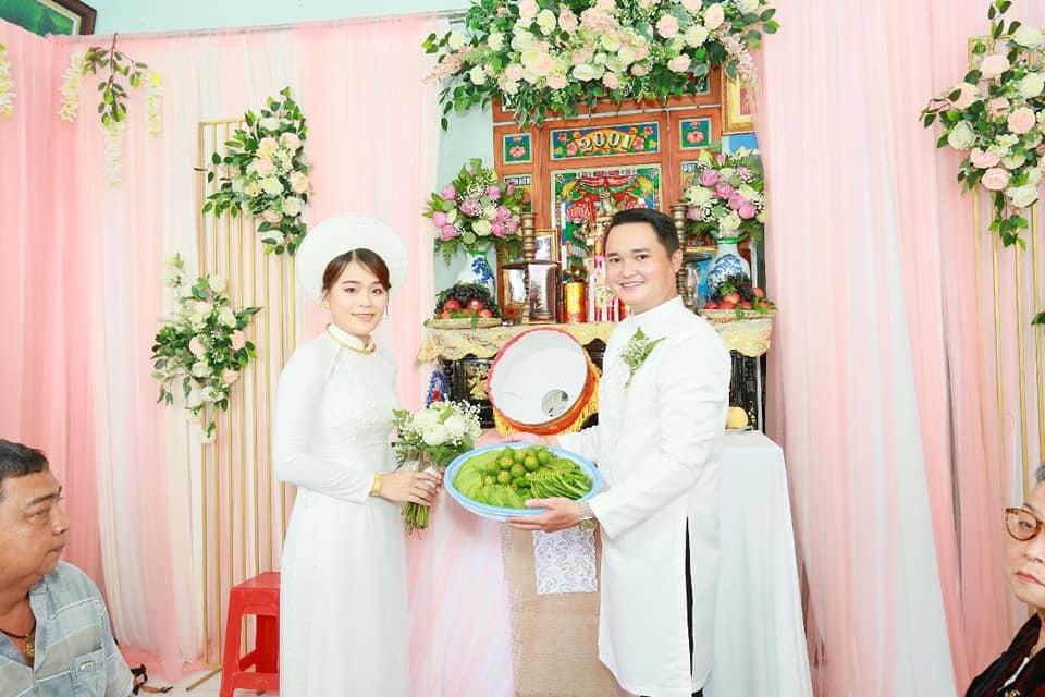 Mối tình nhiều năm kết thúc bằng một đám cưới viên mãn. (Ảnh: FBNV) - Tin sao Viet - Tin tuc sao Viet - Scandal sao Viet - Tin tuc cua Sao - Tin cua Sao