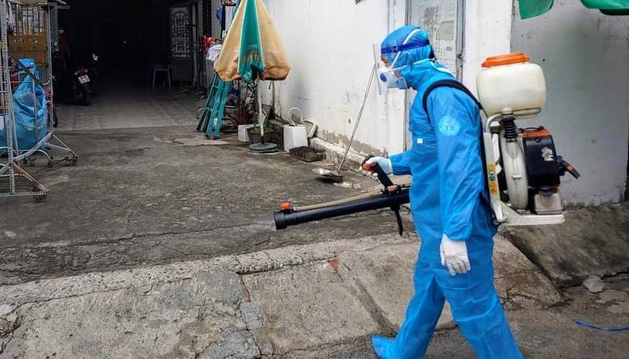 Công tác phun khử khuẩn tại TP.HCM. (Ảnh: Bộ Y tế)