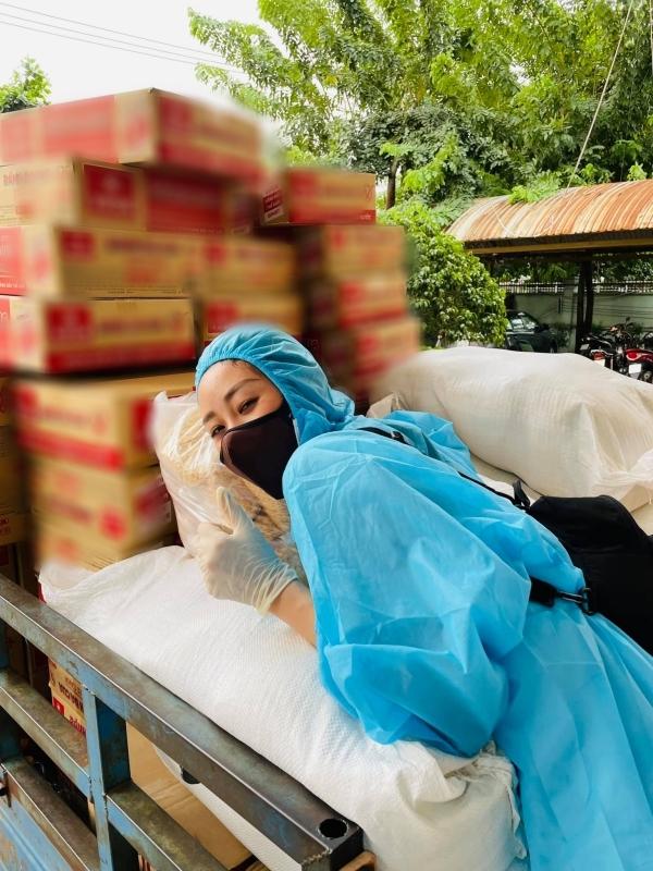 Tổng cộng Hoa hậu Khánh Vân quyên góp được 87 triệu 800 nghìn đồng, nhanh chóng mua nhu yếu phẩm để trao tận tay. (Ảnh: FBNV) - Tin sao Viet - Tin tuc sao Viet - Scandal sao Viet - Tin tuc cua Sao - Tin cua Sao