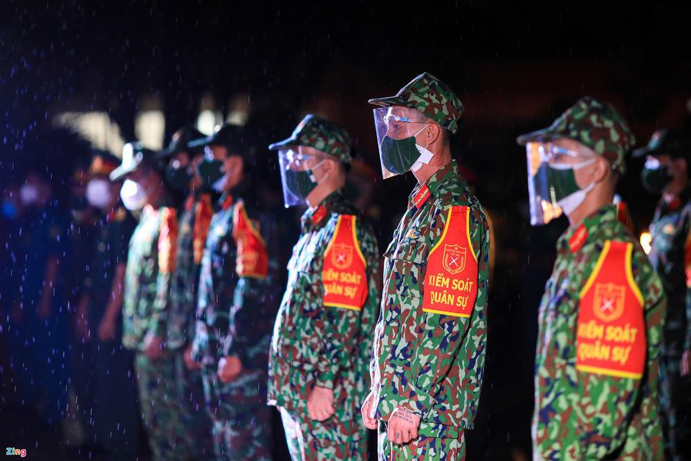 Bộ đội làm lễ xuất quân, chuẩn bị lên đường. (Ảnh: Zing)