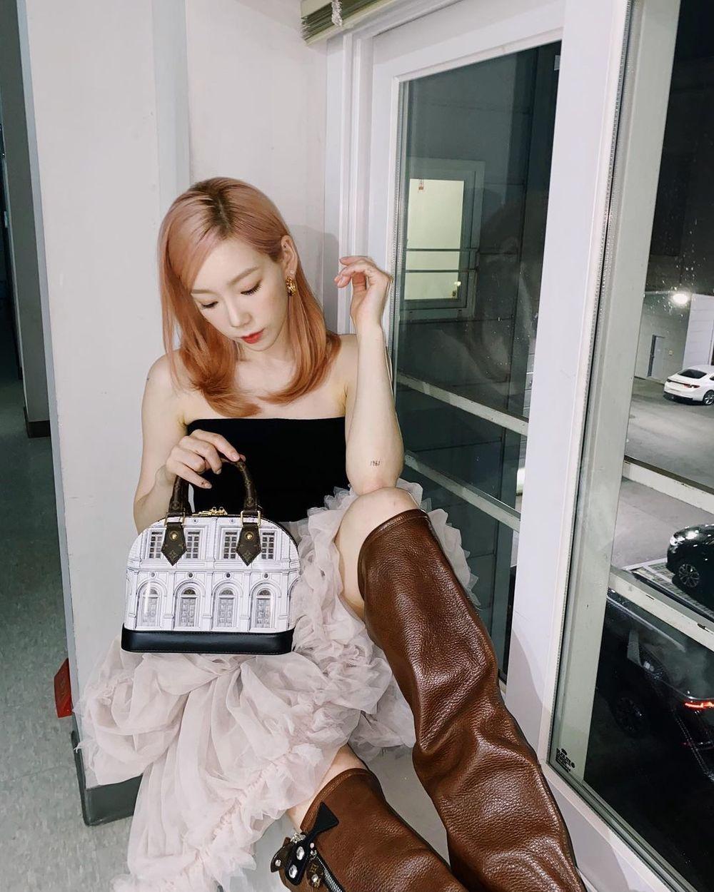 Taeyeon theo đuổi phong cách của quý cô sang chảnh. (Ảnh: IGNV)    Mỗi lần xuất hiện, cô nàng lại cho người hâm mộ thấy được một màu sắc khác. (Ảnh: IGNV)