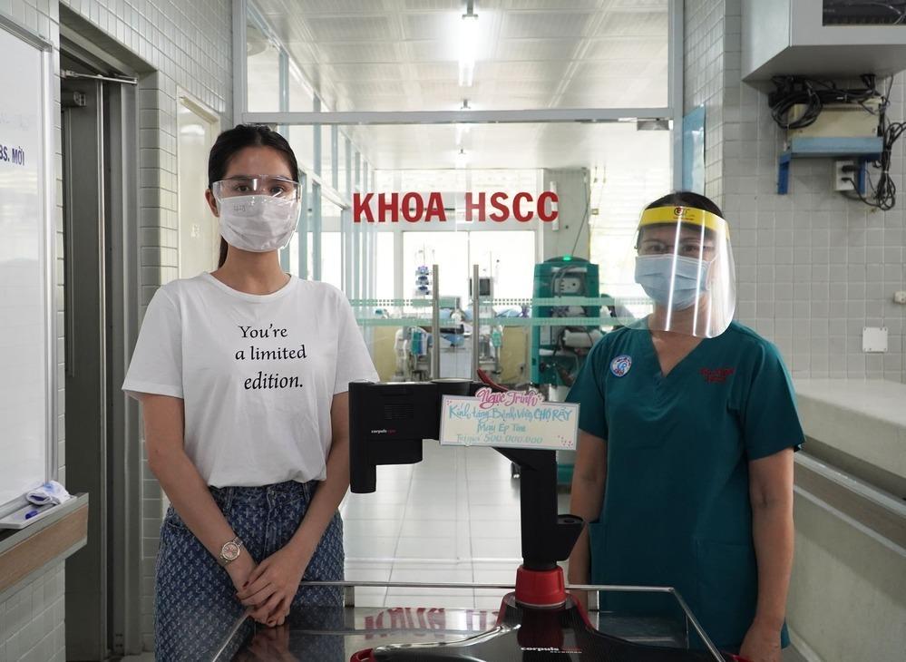 Tặng máy ép tim hỗ trợ chống dịch (Ảnh:FB Bệnh viện) - Tin sao Viet - Tin tuc sao Viet - Scandal sao Viet - Tin tuc cua Sao - Tin cua Sao