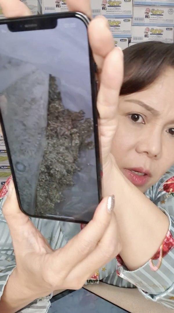 Gửilời xin lỗi và ngay lập tức đổi quà, Việt Hương vẫn nhận được nhiều sự thông cảm. (Ảnh: Chụp màn hình) - Tin sao Viet - Tin tuc sao Viet - Scandal sao Viet - Tin tuc cua Sao - Tin cua Sao