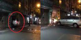Hà Nội: Ô tô liên tiếp lao thẳng vào nhà hàng xóm khiến nhiều người dân hoảng loạn