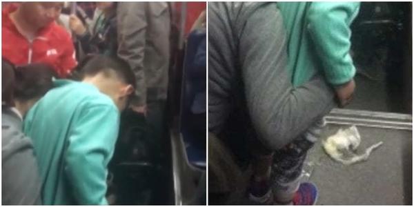 Clip: Người mẹ thản nhiên cho con đi vệ sinh ngay dưới sàn xe bus khiến nhiều người phẫn nộ