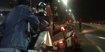 Người thân khóc ngất nhận thi thể nam thanh niên tử vong sau tai nạn trên cầu Sài Gòn