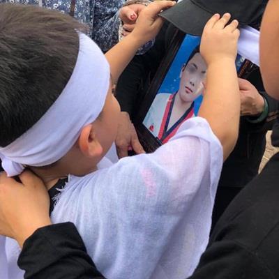 yan.vn - tin sao, ngôi sao - Vụ 8 học sinh đuối nước, em trai đội mũ cho di ảnh anh: 'Anh Bi chỉ đi mấy ngày rồi về nhỉ?'