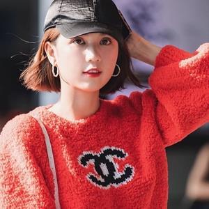 yan.vn - tin sao, ngôi sao - Ngọc Trinh không hề kém cạnh khi 'đụng hàng' với Jennie (BLACKPINK)