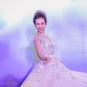 yan.vn - tin sao, ngôi sao - Trở về từ Ấn Độ, Võ Hạ Trâm hóa công chúa Anna xuất hiện lộng lẫy