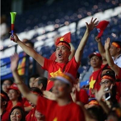 yan.vn - tin sao, ngôi sao - Góc tủi thân: Một CĐV tới cổ vũ U23 Jordan giữa rừng cờ đỏ sao vàng