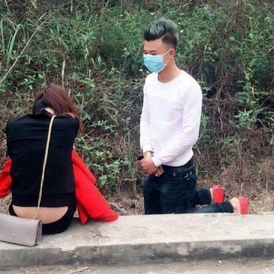 yan.vn - tin sao, ngôi sao - Quỳ gối tỏ tình từ năm ngoái, thanh niên bị 'đào mộ' ảnh và bịa chuyện