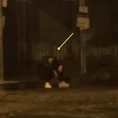 yan.vn - tin sao, ngôi sao - Thất tình, anh chàng ngồi khóc dưới mưa từ 10g đêm tới 2 rưỡi sáng
