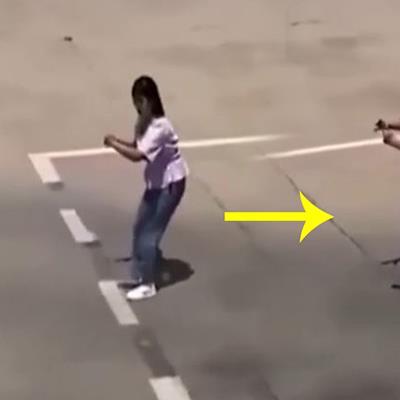 yan.vn - tin sao, ngôi sao - Bá đạo cô gái tập lùi xe mà không cần ô tô làm dân mạng cười bò