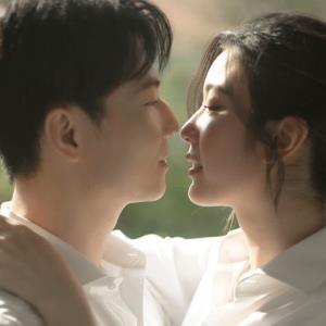 yan.vn - tin sao, ngôi sao - Lộ thiệp mời đám cưới giản dị của Á hậu Hoàn vũ Việt Nam 2019
