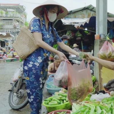 yan.vn - tin sao, ngôi sao - Thủy Tiên là sao Việt đầu tiên dám mặc đồ bộ đi chợ giữa ồn ào